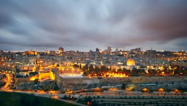Dramatic clouds over Jerusalem old city, Israel. תמונה ראשית: Bigstock