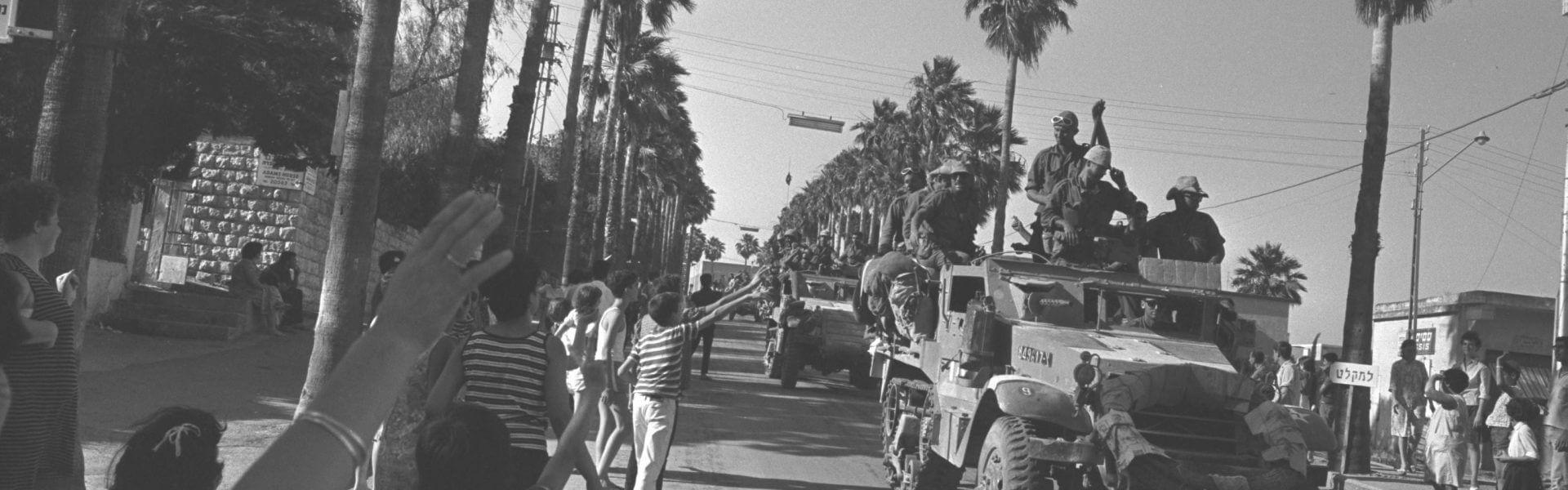 טנקים ישראלים בדרכם מטבריה לגבול עם סוריה, 1967, תמונה ראשית: ויקישיתוף,Government Press Office (Israel) [CC BY-SA 4.0 (https://creativecommons.org/licenses/by-sa/4.0)]