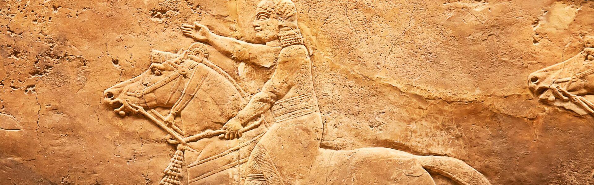 תבליט אבן שומרוני של רוכב על סוס. תמונה: Bigstock