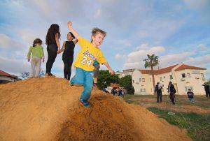 ילדים שגדלו בחינוך מתירני נוטים יותר לאלימות. תמונה: Bigstock