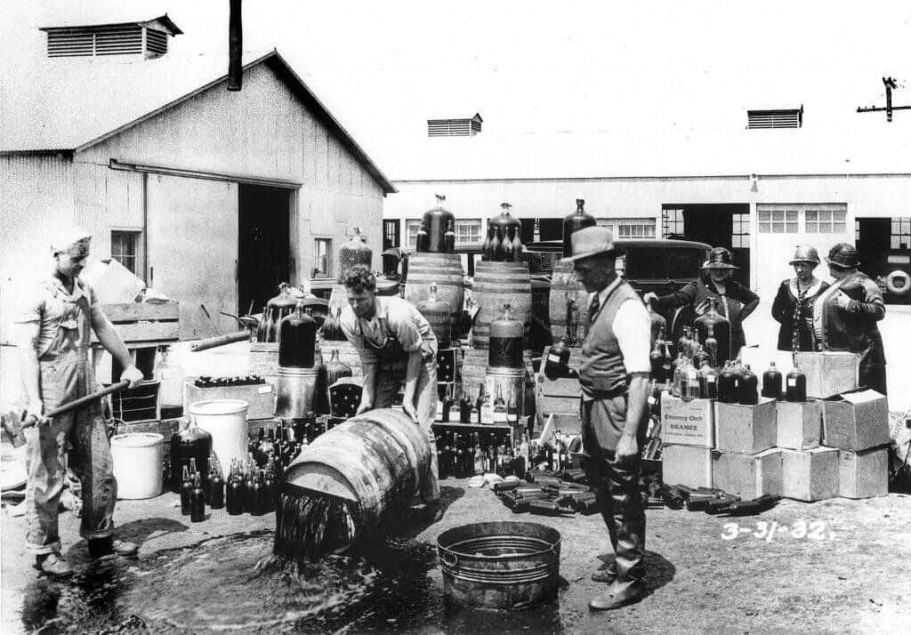 אכיפת חוק היובש, 1932.קרדיט תמונה: ויקישיתוף, Photo courtesy Orange County Archives.