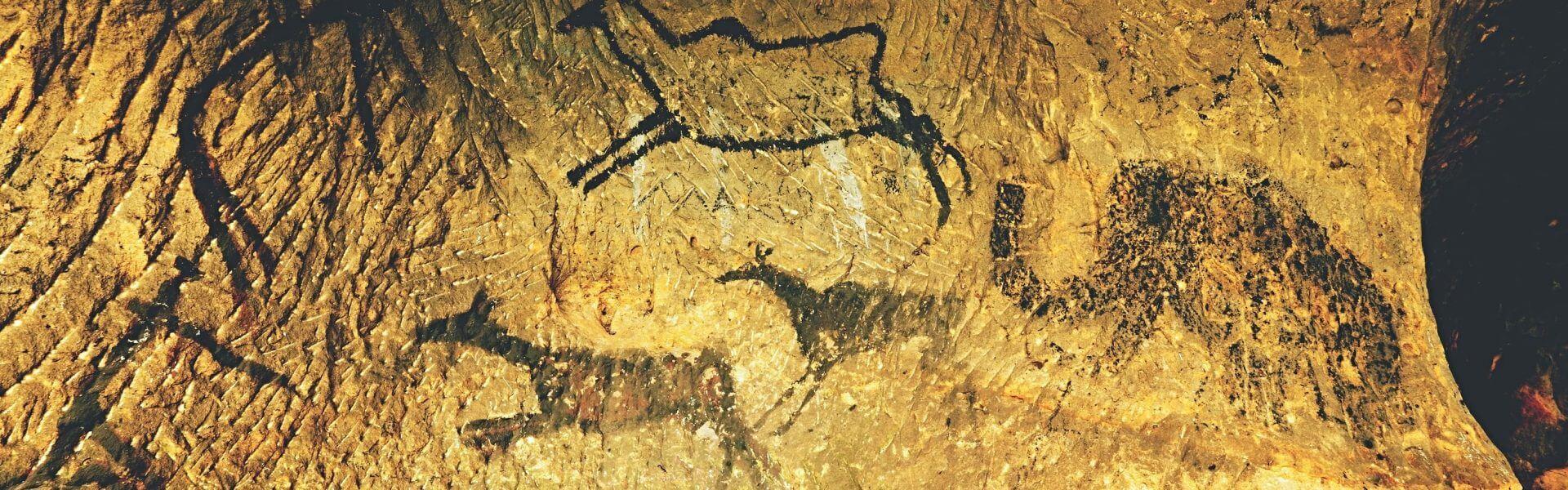 ציור קיר במערה מתקופת האבן. תמונה ראשית: Bigstock