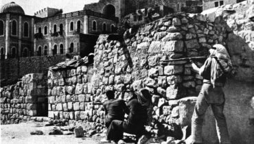 The Arab Legion attacking the Jewish Quarter of Jerusalem, May 1948. קרדיט תמונה: ויקישיתוף [public domain]