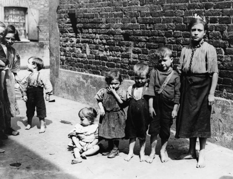 עוני בבריטניה, לפני מלחמת העולם הראשונה. תמונה: ויקישיתוף [public domain]