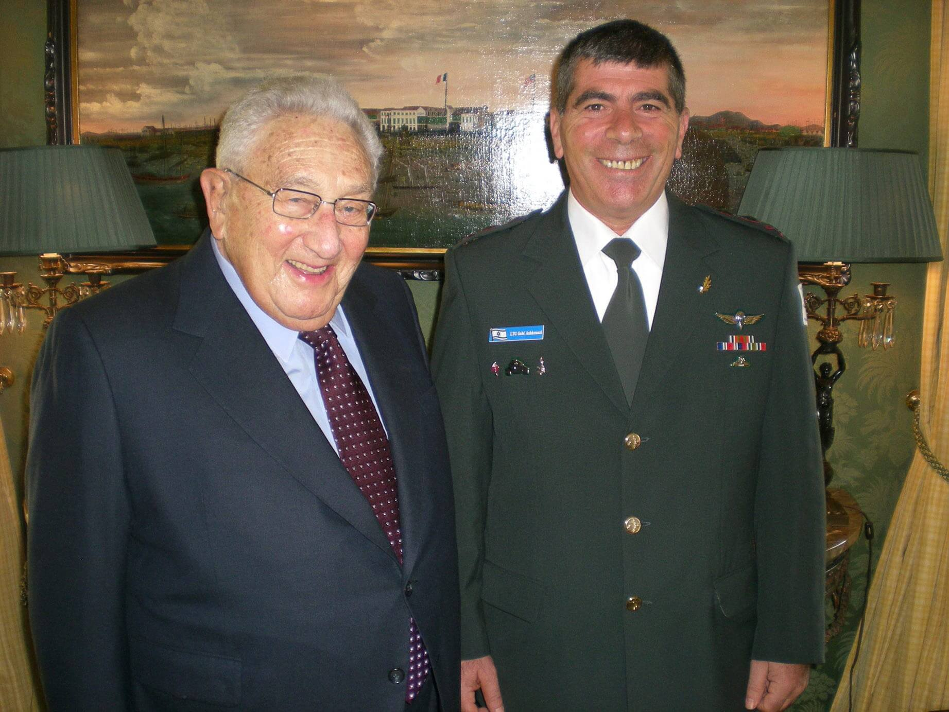IDF Chief of the General Staff. Lt. Gen. Gabi Ashkenazi, met yesterday (Friday) with Dr. Henry Kissinger for a breakfast at his New York home. Dr. Kissinger and Lt. Gen. Ashkenazi shared their opinions and assessments regarding the situation in the Middle East.