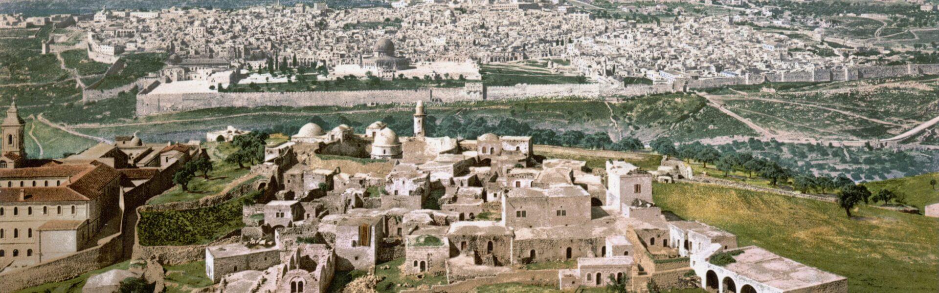 מראה ירושלים מהר הזיתים, 1900. הצילום נצבע בשיטת פוטוכרום. באדיבות ויקימדיה.