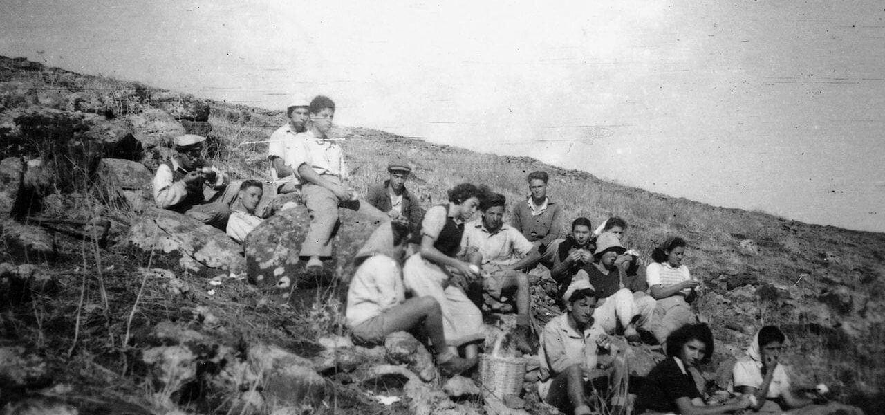חלוצים בפוריה לקראת סוף 1946, מתוך האוסף הפרטי של שמואל סגל, Public domain, באדיבות ויקימדיה