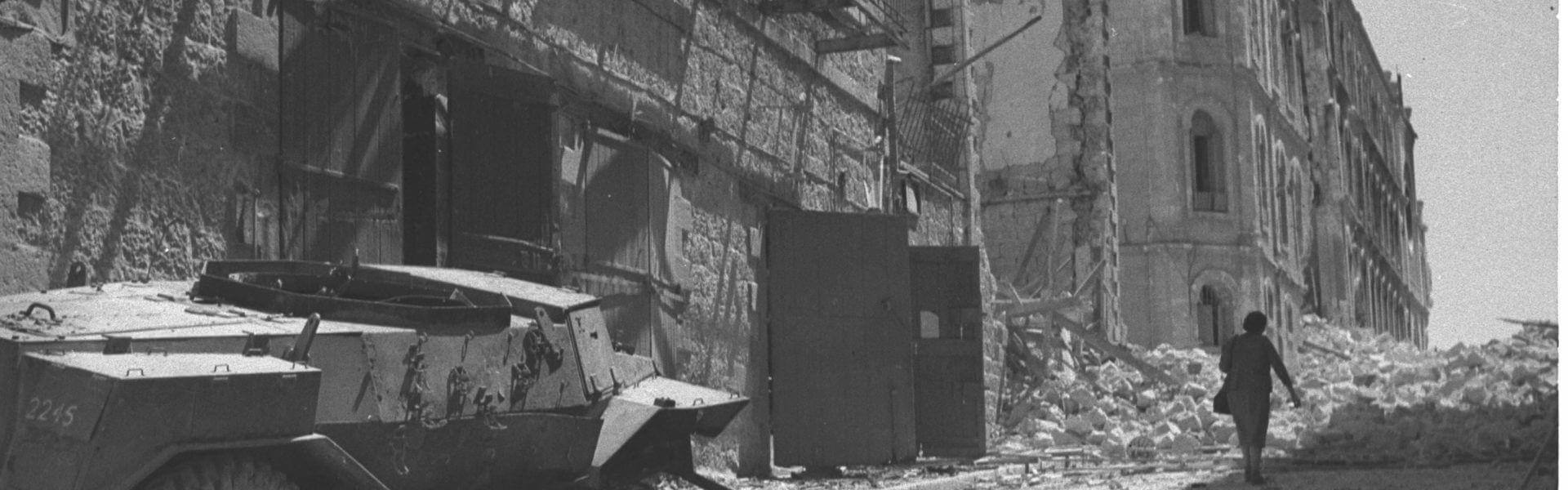 בית שיזוק בירושלים, מלחמת העצמאות, יוני 1948. צילום: הנס פין, לע